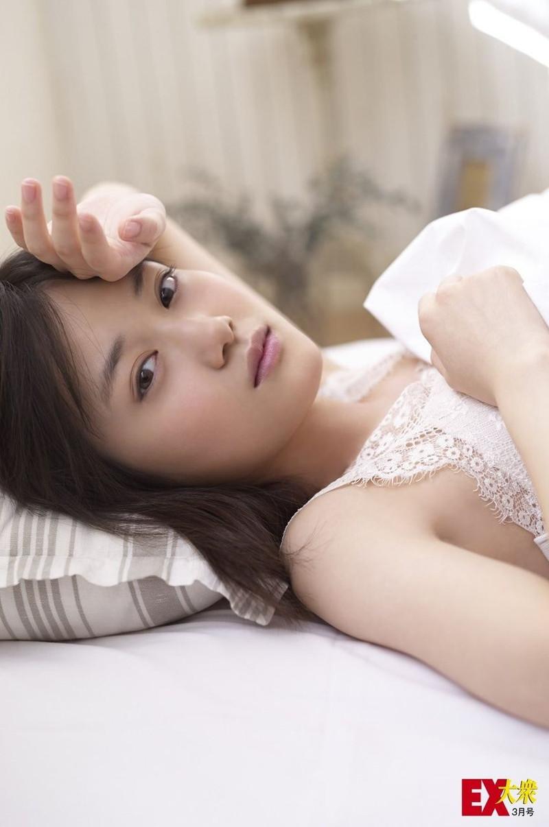 【山下美月グラビア画像】ハタチになっても相変わらず美少女感があって可愛いねぇ! 23