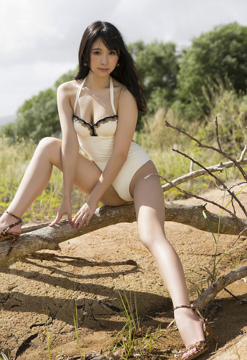 【真島なおみグラビア画像】長身美少女モデルがグラドルに負けず谷間を見せまくり 24