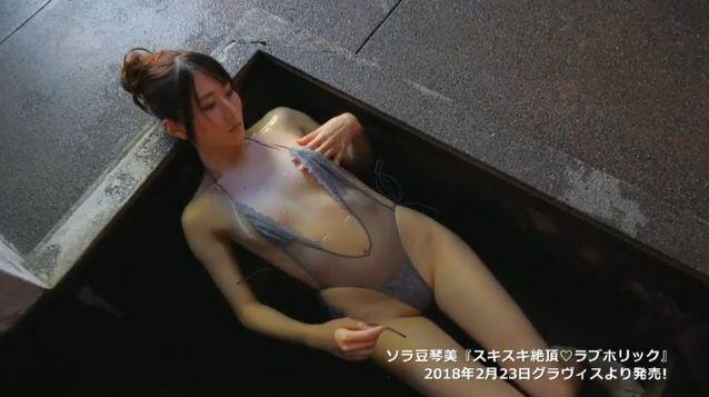 【ソラ豆琴美エロ画像】プリッと突き出した大きなお尻にブッカケたくなるお姉さん! 85