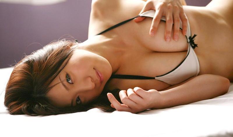 【川奈ゆうグラビア画像】挑発的な視線がソソるグをラビアアイドルのビキニ&ランジェリー
