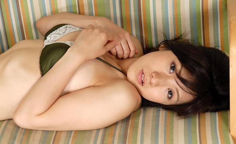 【川奈ゆうグラビア画像】挑発的な視線がソソるグをラビアアイドルのビキニ&ランジェリー 41