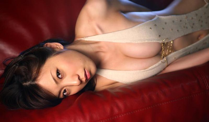 【川奈ゆうグラビア画像】挑発的な視線がソソるグをラビアアイドルのビキニ&ランジェリー 60