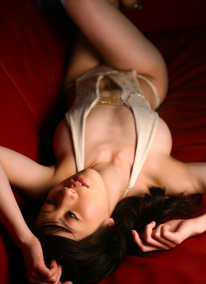 【川奈ゆうグラビア画像】挑発的な視線がソソるグをラビアアイドルのビキニ&ランジェリー 62