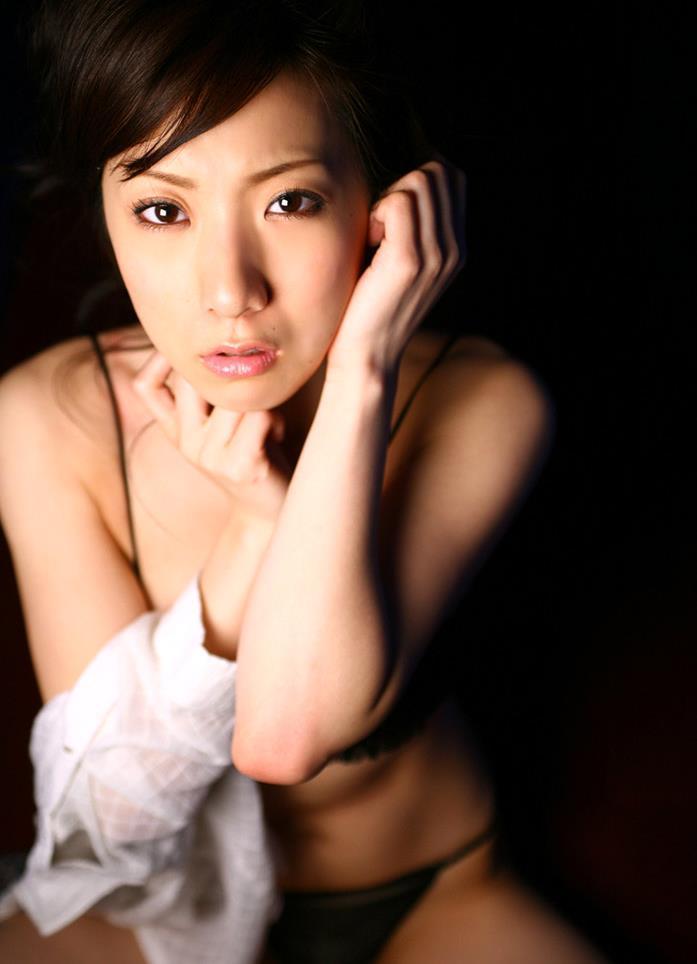 【川奈ゆうグラビア画像】挑発的な視線がソソるグをラビアアイドルのビキニ&ランジェリー 81
