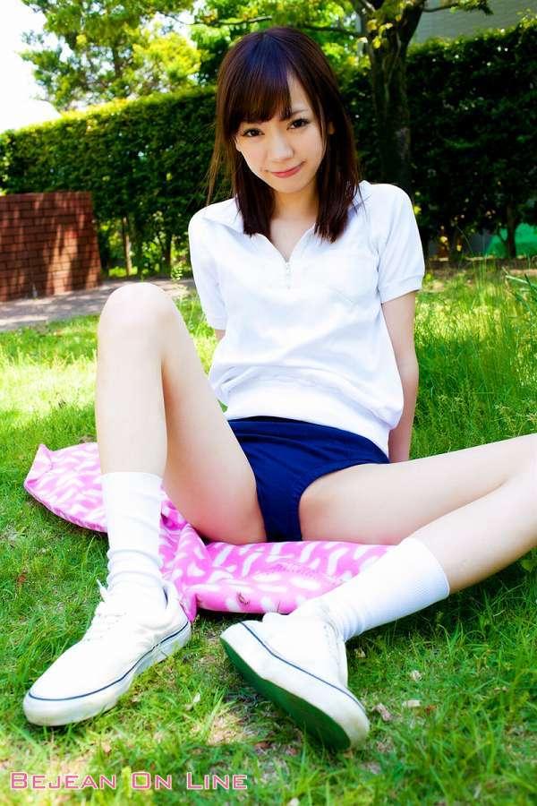 【鎌田紘子グラビア画像】お尻自慢のグラビアアイドルが野外露出してたってマジ? 12