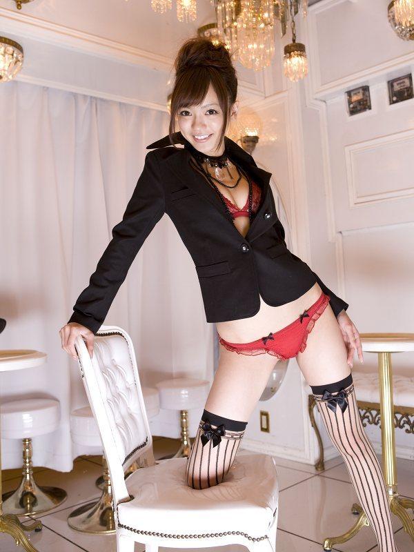【鎌田紘子グラビア画像】お尻自慢のグラビアアイドルが野外露出してたってマジ? 52