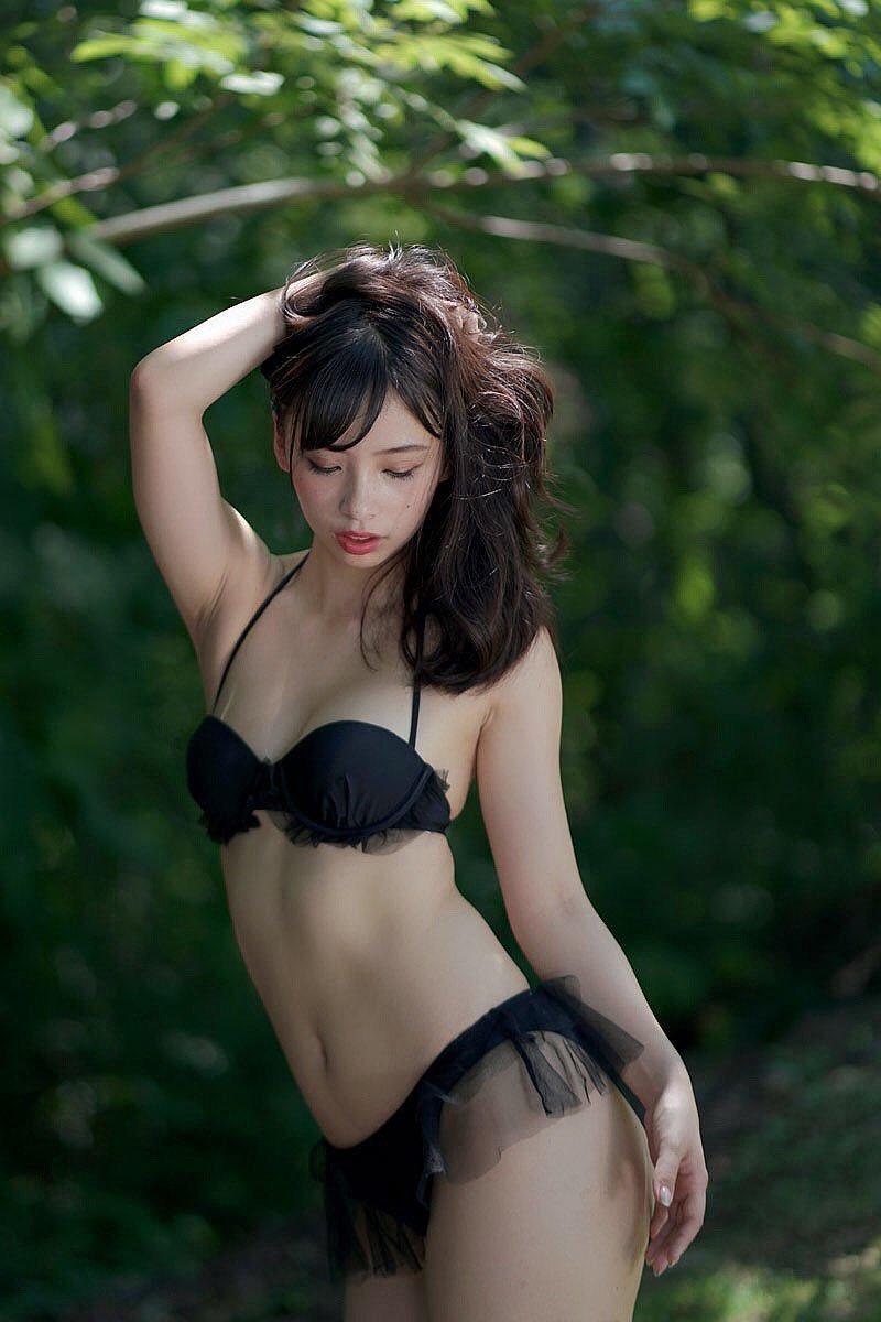 【鶴巻星奈エロ画像】スレンダーボディがめちゃシコれる美尻グラドルのセクシー画像 21