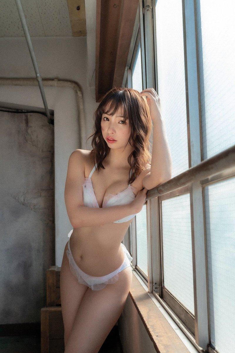 【鶴巻星奈エロ画像】スレンダーボディがめちゃシコれる美尻グラドルのセクシー画像 22
