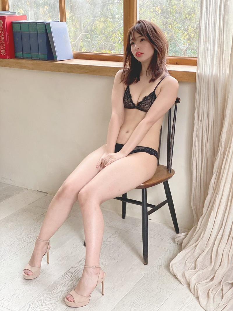 【鶴巻星奈エロ画像】スレンダーボディがめちゃシコれる美尻グラドルのセクシー画像 27