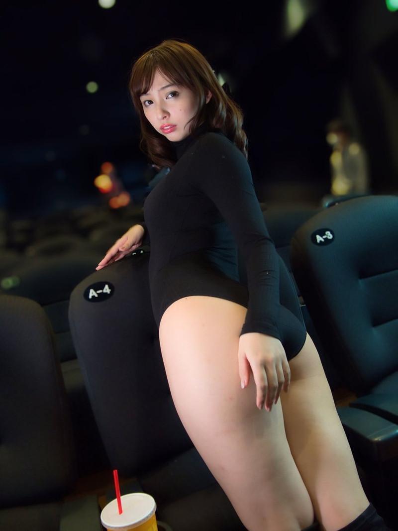 【鶴巻星奈エロ画像】スレンダーボディがめちゃシコれる美尻グラドルのセクシー画像 34