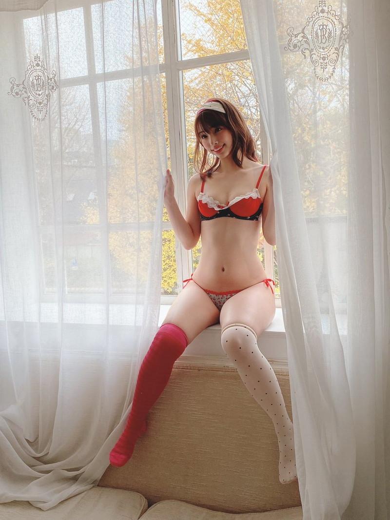 【鶴巻星奈エロ画像】スレンダーボディがめちゃシコれる美尻グラドルのセクシー画像 44