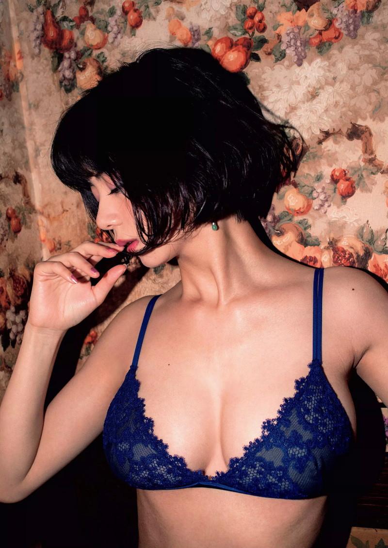 【池田エライザエロ画像】チンコが勃つくらいエロい濡れ場を演じる美少女ハーフ女優 44