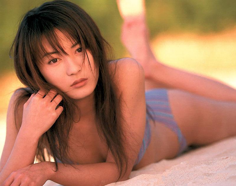 【新山千春グラビア画像】40歳が目前なのに美しさを維持している元グラドルが凄いwwww