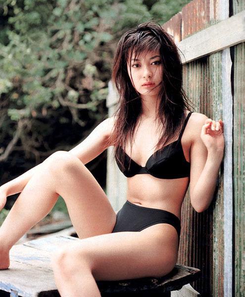 【新山千春グラビア画像】40歳が目前なのに美しさを維持している元グラドルが凄いwwww 11