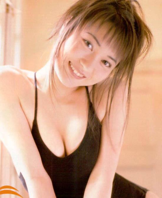 【新山千春グラビア画像】40歳が目前なのに美しさを維持している元グラドルが凄いwwww 22
