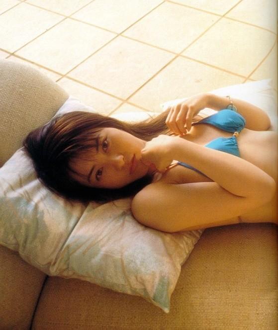 【新山千春グラビア画像】40歳が目前なのに美しさを維持している元グラドルが凄いwwww 23