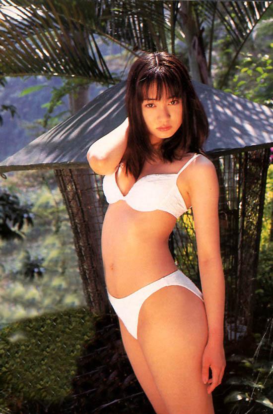 【新山千春グラビア画像】40歳が目前なのに美しさを維持している元グラドルが凄いwwww 54