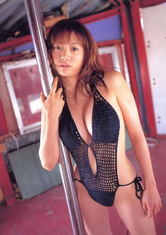 【海江田純子グラビア画像】Gカップバストにくびれウエストの曲線ボディがエロい! 22