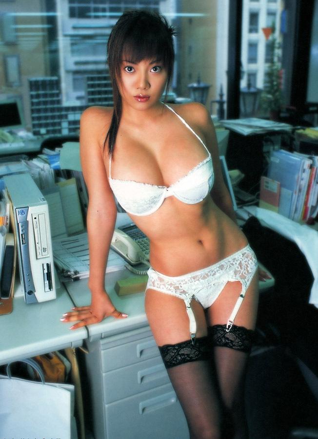 【海江田純子グラビア画像】Gカップバストにくびれウエストの曲線ボディがエロい! 24