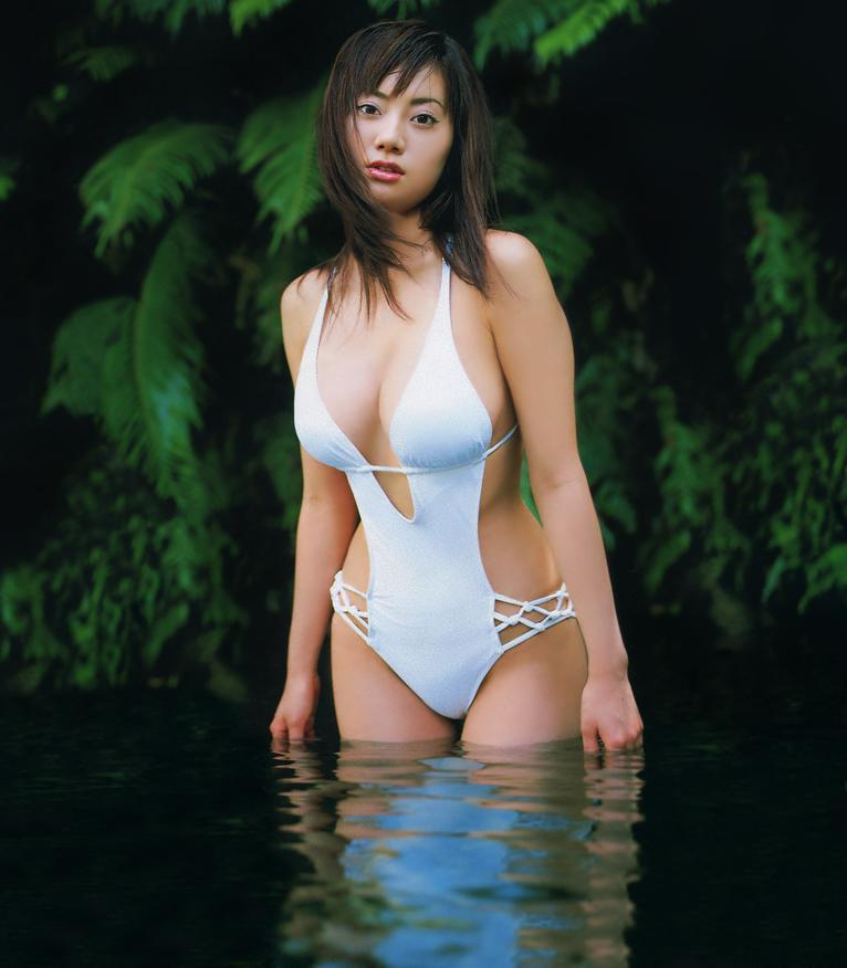 【海江田純子グラビア画像】Gカップバストにくびれウエストの曲線ボディがエロい! 28