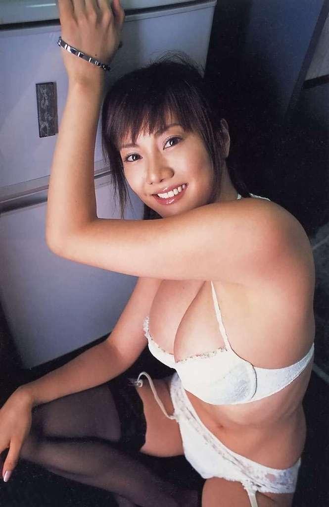 【海江田純子グラビア画像】Gカップバストにくびれウエストの曲線ボディがエロい! 31