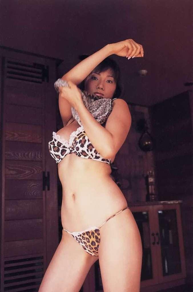 【海江田純子グラビア画像】Gカップバストにくびれウエストの曲線ボディがエロい! 34