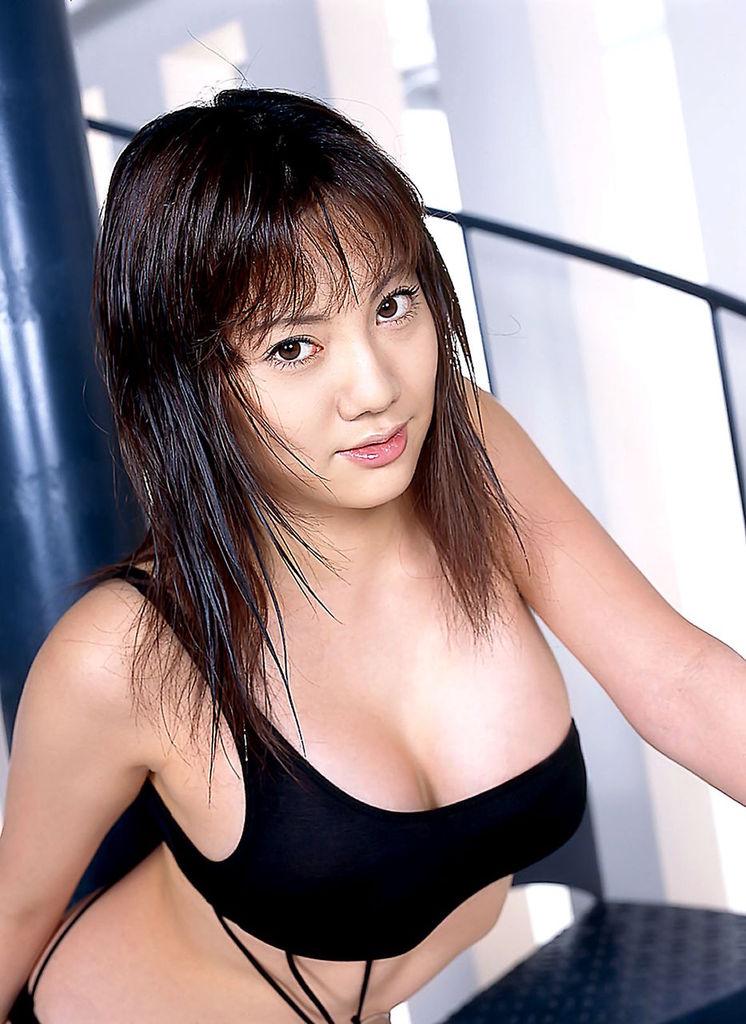 【海江田純子グラビア画像】Gカップバストにくびれウエストの曲線ボディがエロい! 75