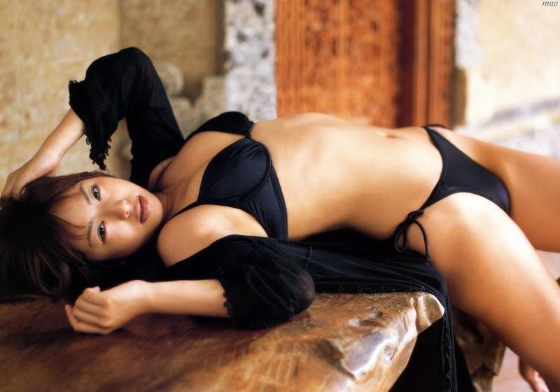 【倉本清子グラビア画像】和希沙也名義で活動していた時代のセクシービキニ写真 09