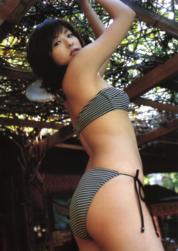 【倉本清子グラビア画像】和希沙也名義で活動していた時代のセクシービキニ写真 34