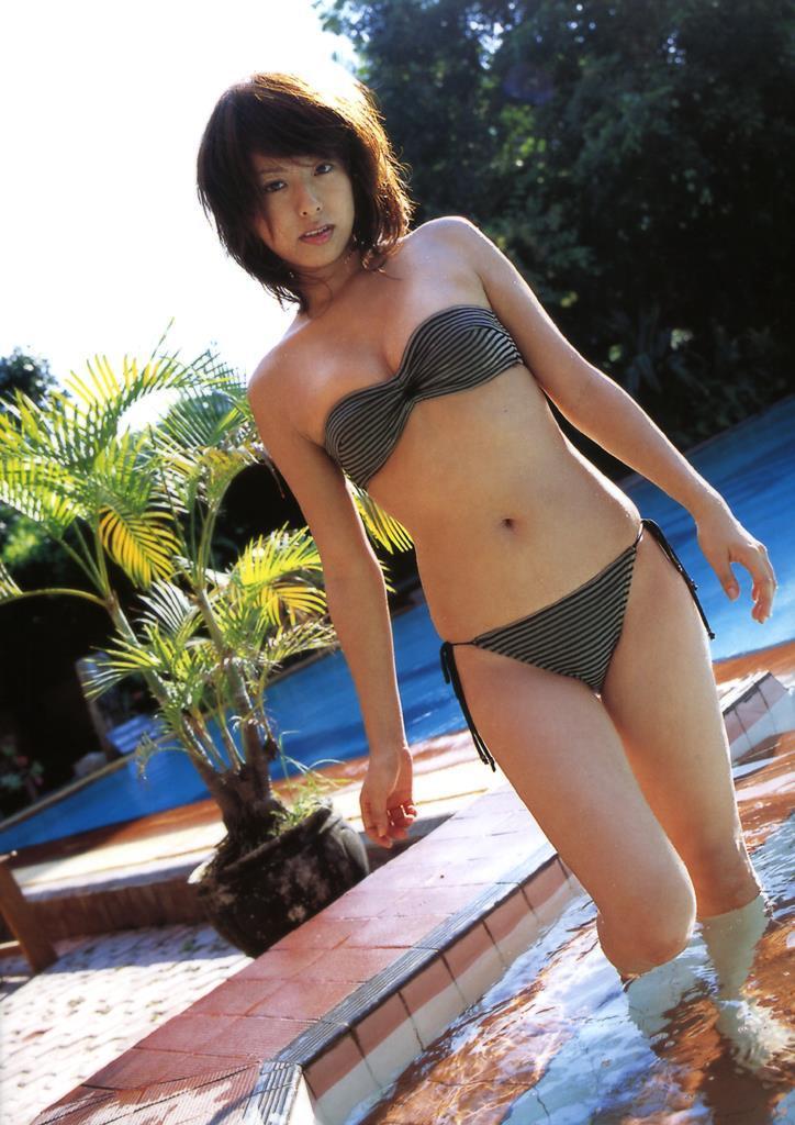 【倉本清子グラビア画像】和希沙也名義で活動していた時代のセクシービキニ写真 40