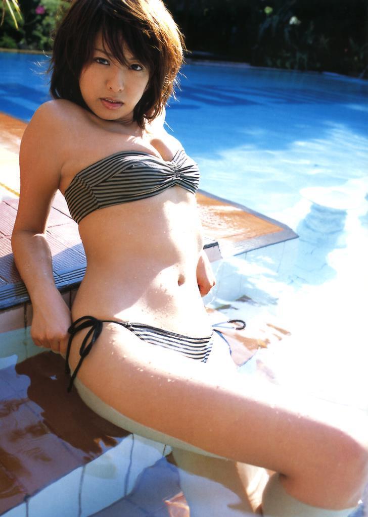 【倉本清子グラビア画像】和希沙也名義で活動していた時代のセクシービキニ写真 41