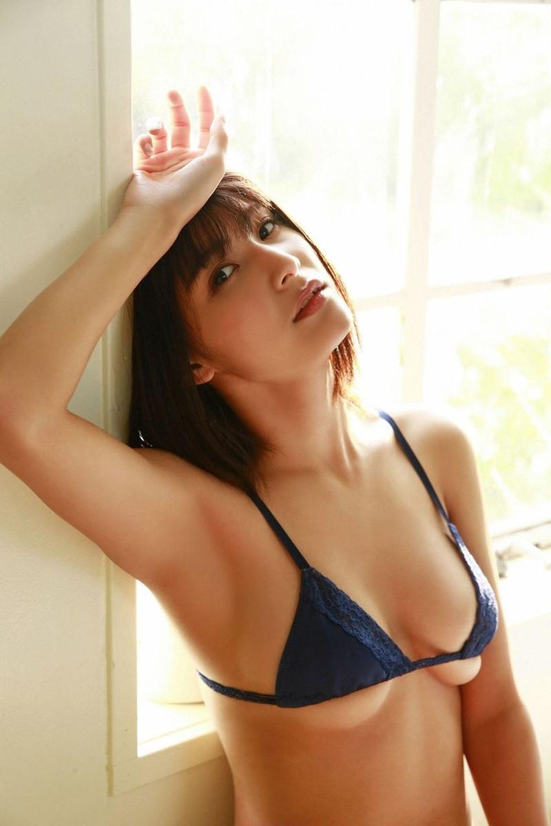 【彩川ひなのグラビア画像】Fカップ巨乳も良いけどウエスト55cmのクビレ腰がたまらん! 16