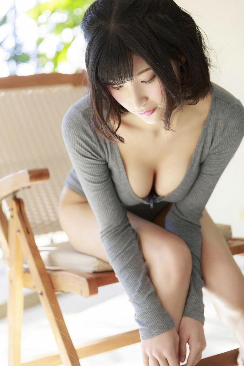 【彩川ひなのグラビア画像】Fカップ巨乳も良いけどウエスト55cmのクビレ腰がたまらん! 26