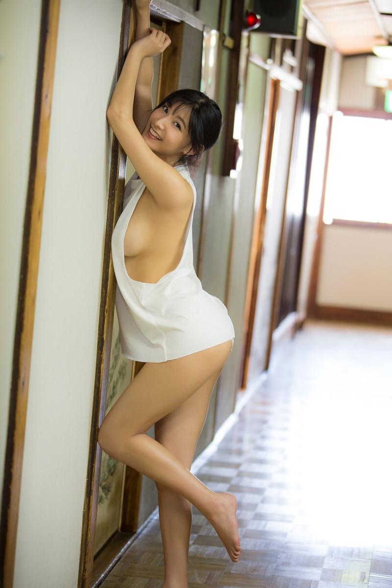【彩川ひなのグラビア画像】Fカップ巨乳も良いけどウエスト55cmのクビレ腰がたまらん! 53