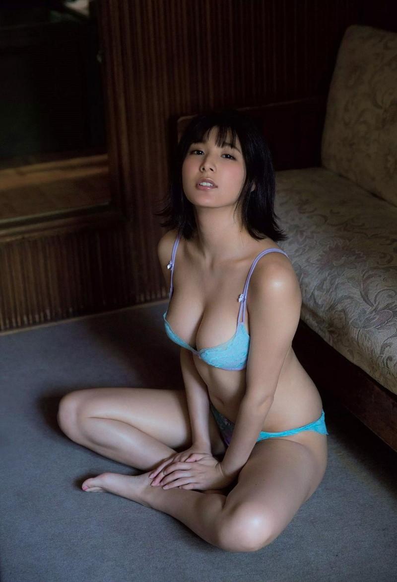 【彩川ひなのグラビア画像】Fカップ巨乳も良いけどウエスト55cmのクビレ腰がたまらん! 56