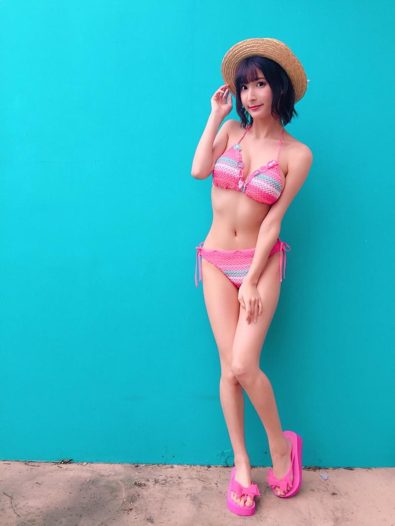 【彩川ひなのグラビア画像】Fカップ巨乳も良いけどウエスト55cmのクビレ腰がたまらん! 60