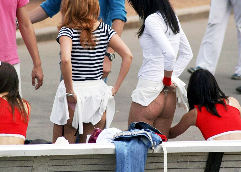 【素人着替えエロ画像】隠しカメラに気付かず生着替えを晒してしまった素人娘たち 09