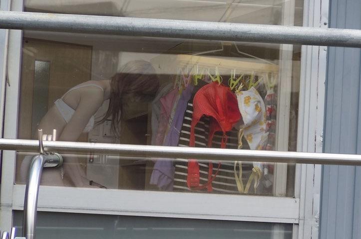 【素人着替えエロ画像】隠しカメラに気付かず生着替えを晒してしまった素人娘たち 18