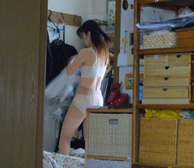 【素人着替えエロ画像】隠しカメラに気付かず生着替えを晒してしまった素人娘たち 22