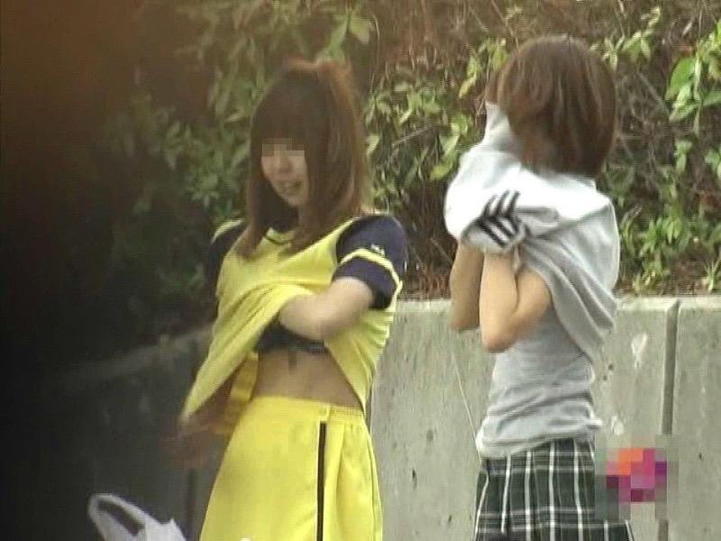 【素人着替えエロ画像】隠しカメラに気付かず生着替えを晒してしまった素人娘たち 34