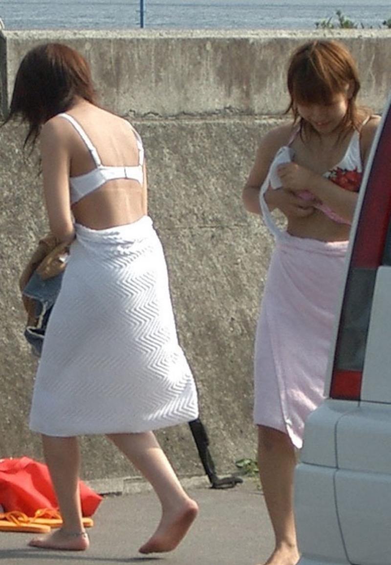 【素人着替えエロ画像】隠しカメラに気付かず生着替えを晒してしまった素人娘たち 46