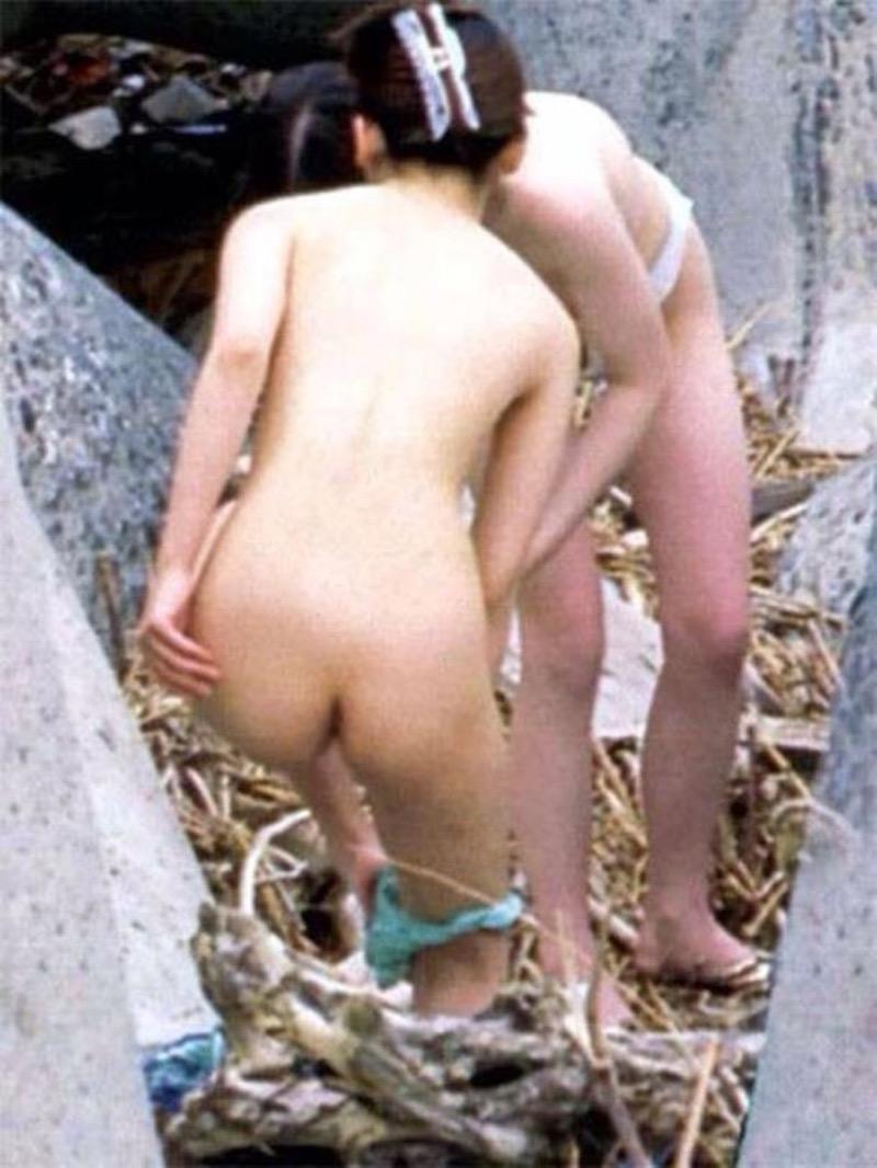 【素人着替えエロ画像】隠しカメラに気付かず生着替えを晒してしまった素人娘たち 53
