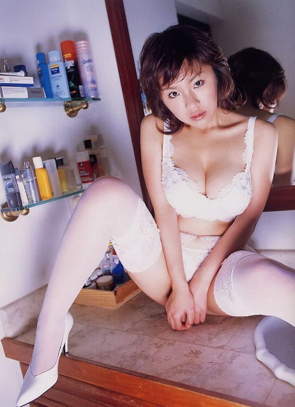 【神楽坂恵グラビア画像】一度見たら脳裏に焼き付くハミ出しそうなIカップ爆乳! 29