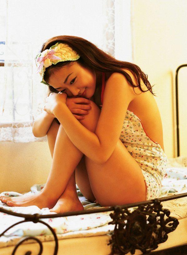【工藤里紗グラビア画像】スレンダーなDカップくびれボディにビキニ水着が良く似合う! 48
