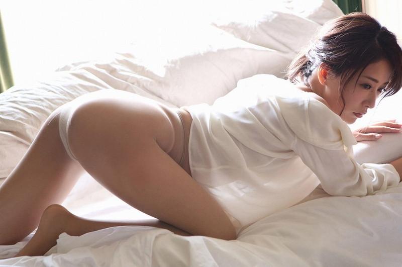 【神室舞衣グラビア画像】スレンダーなくびれボディが綺麗でエロくて尻もたまらん! 09