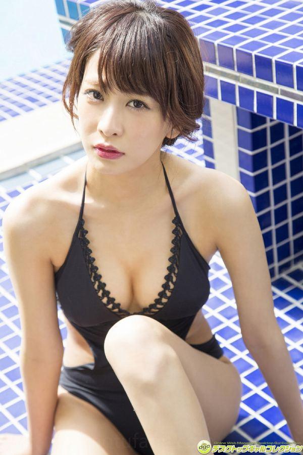 【神室舞衣グラビア画像】スレンダーなくびれボディが綺麗でエロくて尻もたまらん! 31