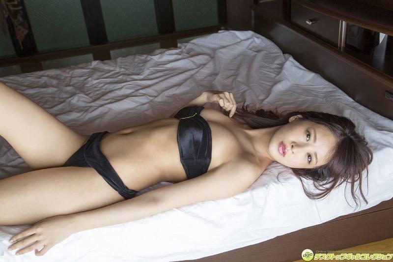 【神室舞衣グラビア画像】スレンダーなくびれボディが綺麗でエロくて尻もたまらん! 42