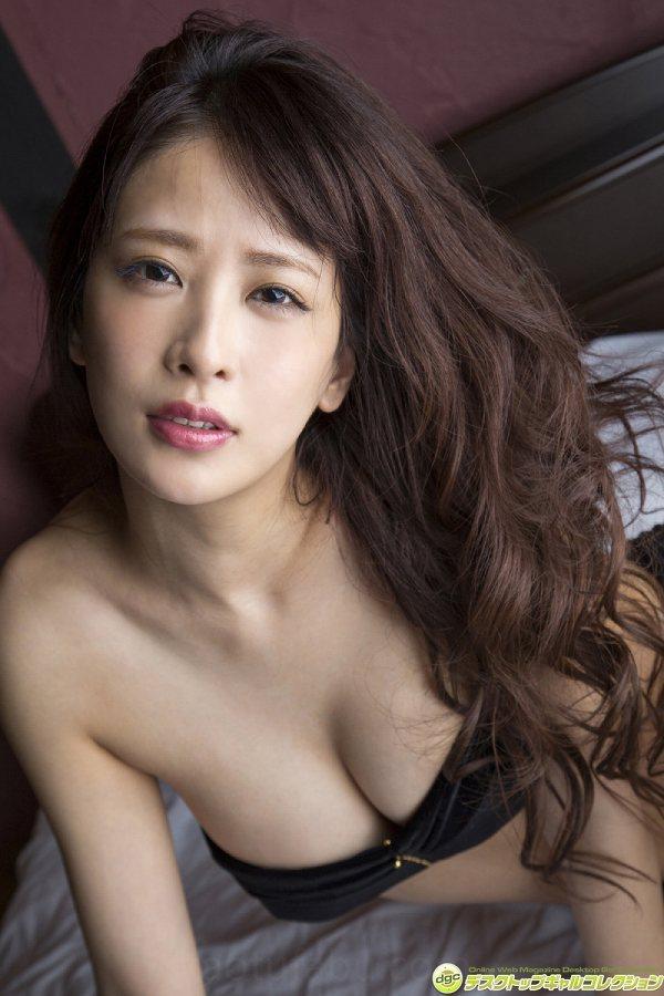 【神室舞衣グラビア画像】スレンダーなくびれボディが綺麗でエロくて尻もたまらん! 44
