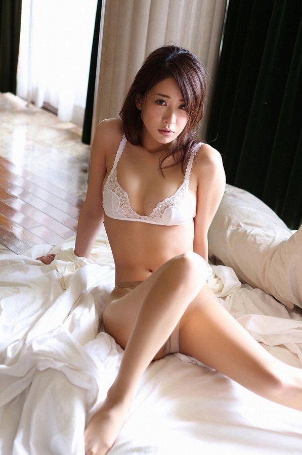 【神室舞衣グラビア画像】スレンダーなくびれボディが綺麗でエロくて尻もたまらん! 50