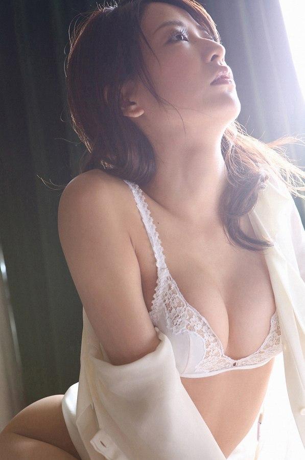 【神室舞衣グラビア画像】スレンダーなくびれボディが綺麗でエロくて尻もたまらん! 51